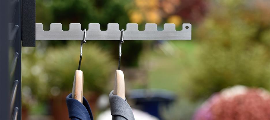 Der Vielseitige: Garderoben-Klapphaken für Balkon und Innenbereich