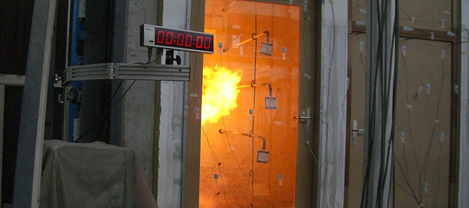 Sassba Bändertechnik für geprüfte und zertifizierte Brandschutztüren
